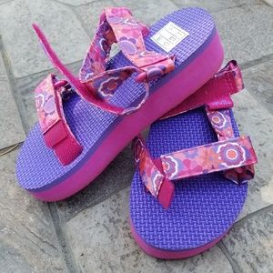 Other - Teva girl (toddler) shoes size 10